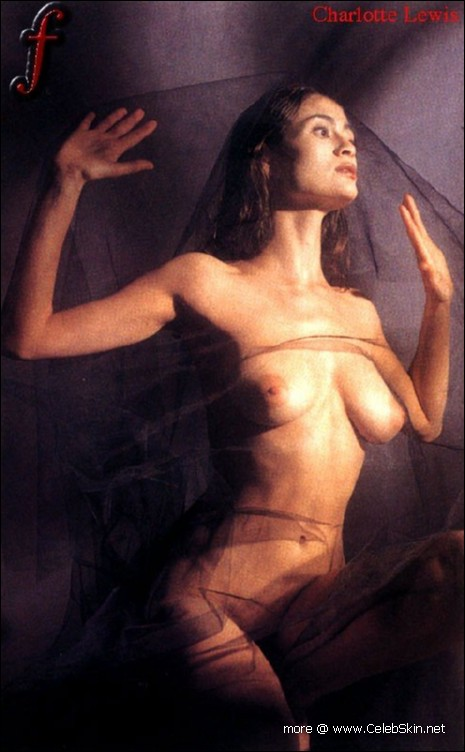 фото голая шарлотта льюис